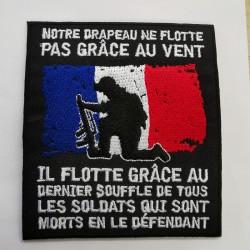 Patch drapeaux flotte grâce aux soldats