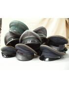 Casques et casquettes militaires